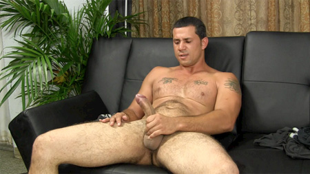 Muscle bear showing off his swollen 9-inch dick.