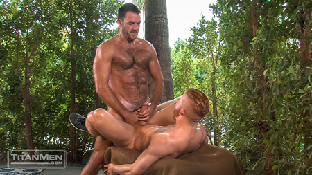 Hairy muscle Daddy cumming on a redheaded muscle bottom.
