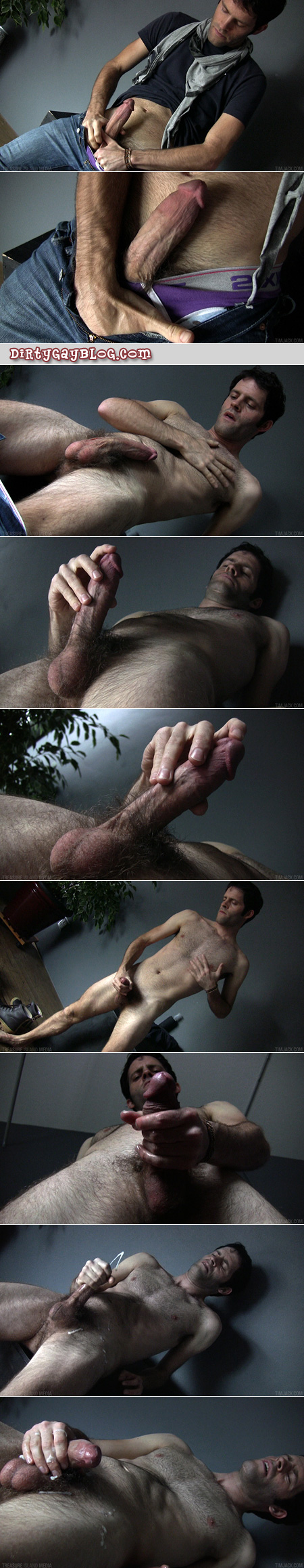 Muscular otter jacking off shoots a huge load.
