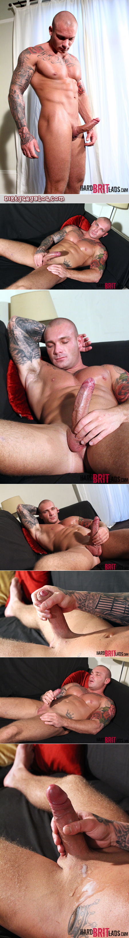 Skinhead bodybuilder jacking off on the couch.