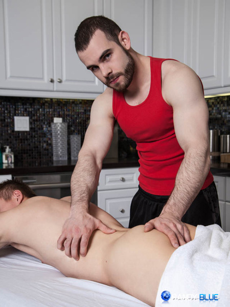 Muscular masseur feeling the naked ass of his male client.