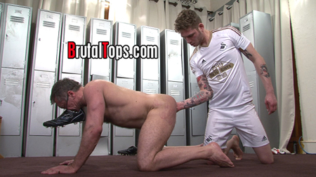 Dom jock boy anally fisting his submissive muscle Daddy who wears his stinky shoe as an oxygen mask.