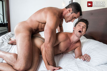 Muscle Daddy fucking a male hunk in the ass.